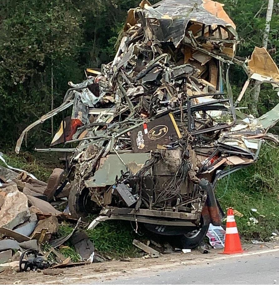Acidente com ônibus mata vocalista Airton Machado, do Garotos de Ouro -  Agora No Vale